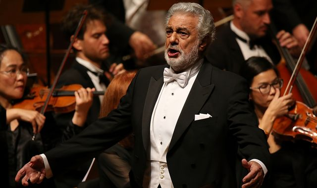 Placido Domingo: Opera star apologises to women after sexual harassment claims