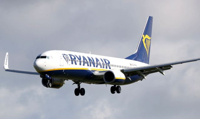 Bomb scare on Ryanair flight after note found in toilet
