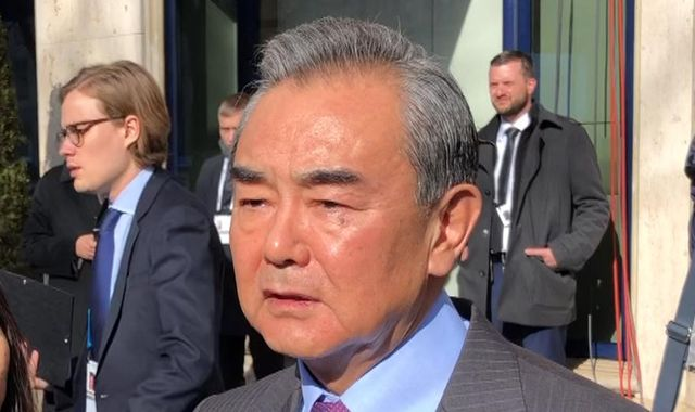 Huawei: China's foreign minister says company 'won't do back door deals' on security
