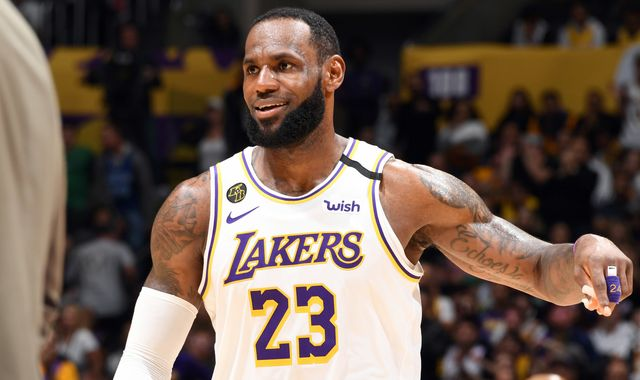 LeBron James hits clutch jumper to lead Los Angeles Lakers to narrow win over Boston Celtics