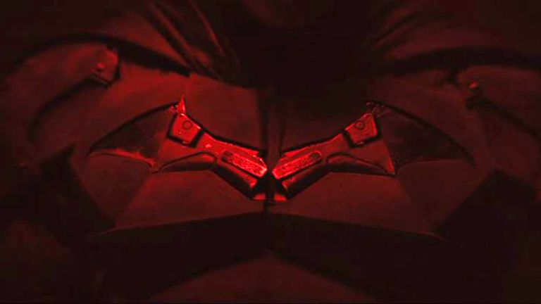 We see a close up of the bat emblem on Pattinson's belt