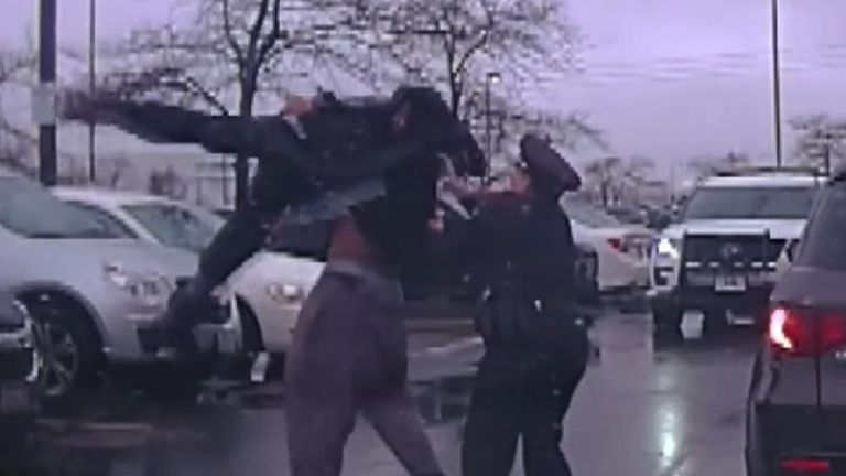 Police officer is bodyslammed while attempting to arrest a suspect in Ohio