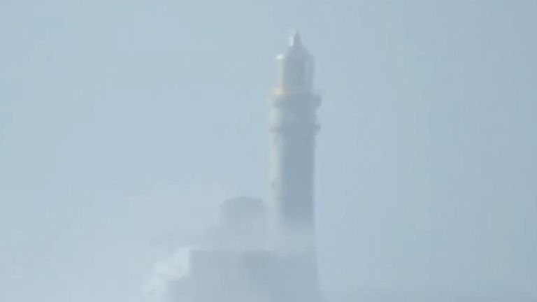 Fastnet Lighthouse appears to 'wobble' during Storm Dennis, but it is just an illusion