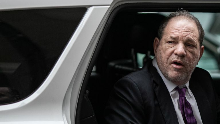 Film producer Harvey Weinstein arrives at New York Criminal Court for his sexual assault trial in the Manhattan borough of New York City, New York, U.S., February 4, 2020. REUTERS/Jeenah Moon