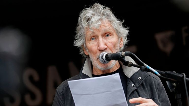 Pink Floyd bass player Roger Waters speaks to supporters in Parliament Square after a march in support of Wikileaks founder Julian Assange in London on February 22, 2020, as he fights extradition to the United States. - The main hearing in extradition proceedings against Wikileaks founder Julian Assange begins at the end of February. The United States has been demanding extradition of the 48-year-old Australian for years because of the publication of secret documents and violations of the anti-e