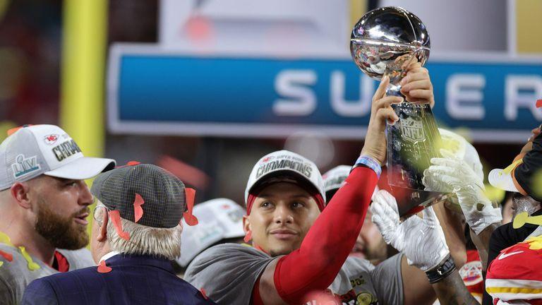 Kansas City Chiefs quarterback Patrick Mahomes (R) led his team a 31-20 win over the San Francisco 49ers