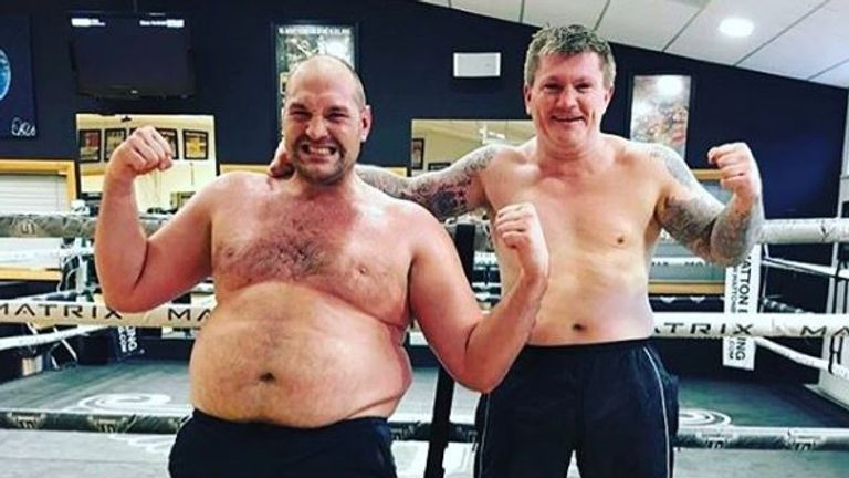 Fury shows off his physique with Ricky Hatton in 2017