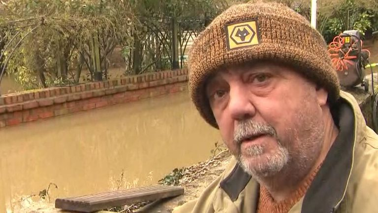 Flood victim Vic Haddock offers to buy the prime minister a pint if he visits
