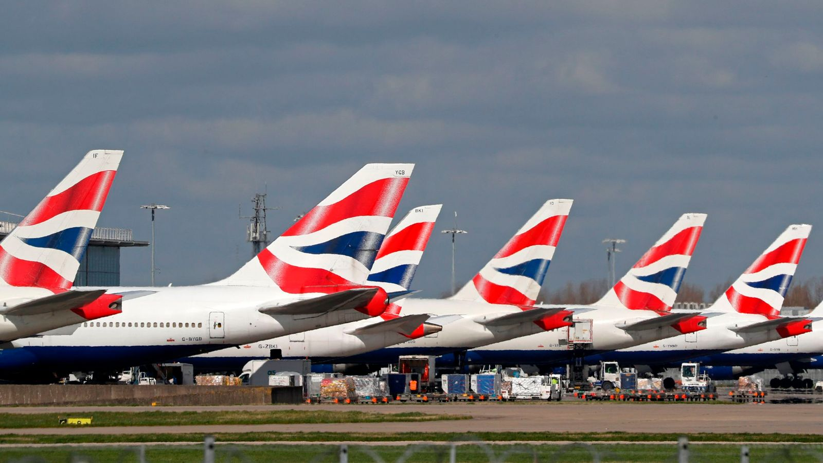 Airlines call for government to underwrite industry fees