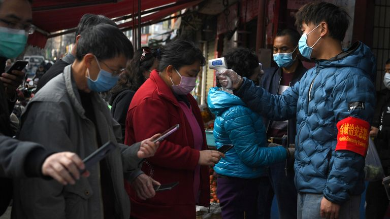 SYSTEM IDENTIFIER:RTS33NPECODE:RC268F9T0QX1MEDIA DATE26 Feb. 2020PHOTOGRAPHER:Wong CampionHEADLINE:People wearing face masks scan a QR code to submit their personal information while security volunteers...SIZE:4500px × 3000px (~38 MB)
