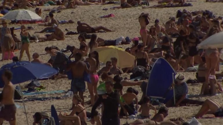 Bondi Beach in Sydney was closed by police on Saturday after a 500 people gathering limit was exceeded, aimed at reducing the spread of the new coronavirus.