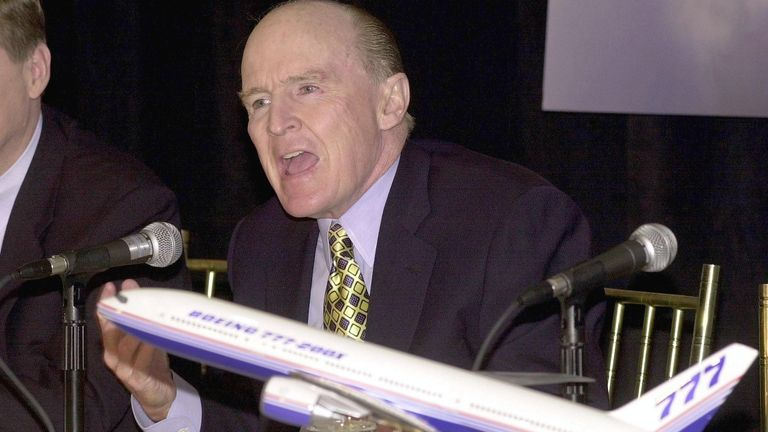 Mr Welch is seen during a news conference in 2000 after GE won the contract to power the new Boeing 777-200X
