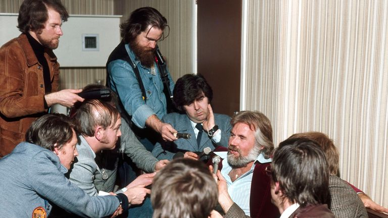 Kenny Rogers Speaks With Journalists