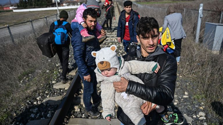 Migrants carrying children near Edirne