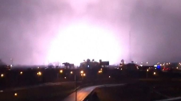 Tornado hits Tennessee, with lightning accompaniment
