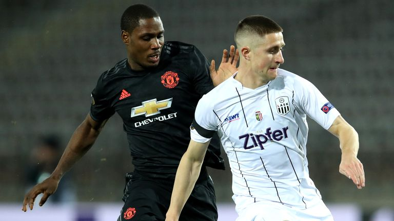 Reinhold Ranftl and Odion Ighalo battle for possession during LASK vs Manchester United