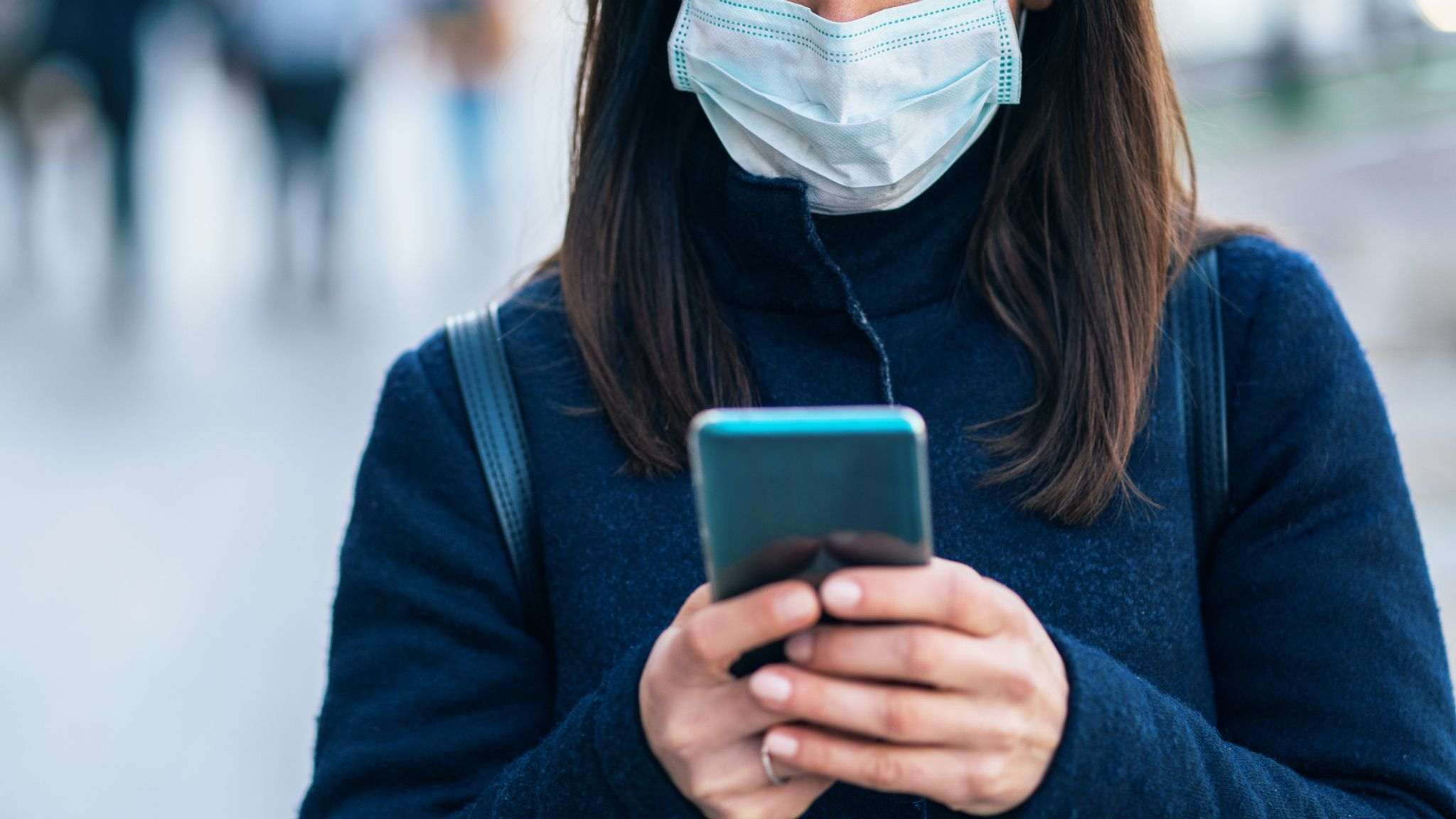 Coronavirus: Apple and Google phones to track down people with COVID-19