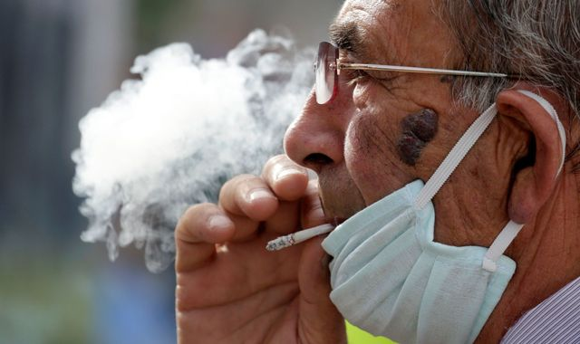 Coronavirus: 1.3 billion smokers urged to quit to reduce COVID-19 risks