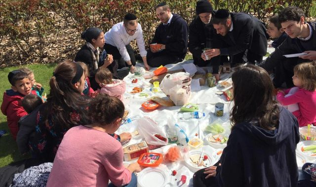 Coronavirus: Jewish communities asked to stay apart for Passover