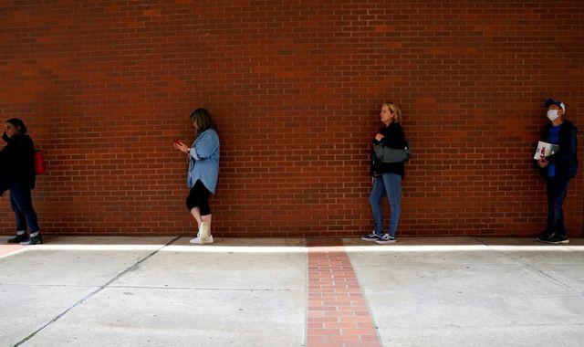 Coronavirus: One in ten US workers lose jobs in last three weeks