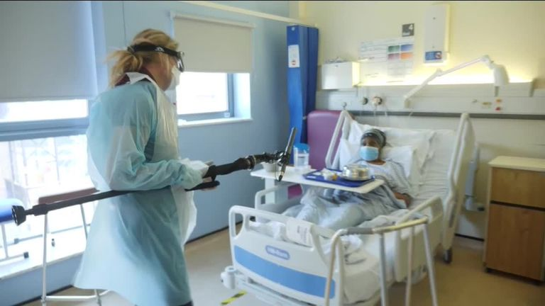 Coronavirus: Patients wheeze into oxygen bags. They aren't even in intensive care 1