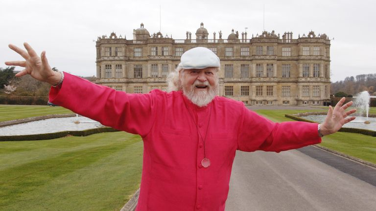 Lord Bath in front of Longleat House, as Longleat Safari Park celebrates its 40th anniversary this year. PRESS ASSOCIATION Photo. Picture Date: Tuesday 11 March 2006. Longleat was one of the first stately homes to open its doors to the public and was also one of the the first places, outside Africa, to open a Safari Park. PRESS ASSOCIATION Photo. Photo credit should read: Barry Batchelor/PA