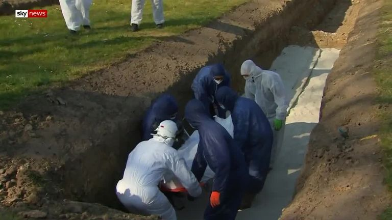 10 muslims are buried in a single grave in South East London