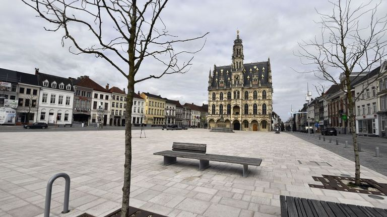 The Oudenaarde city hall square is empty
