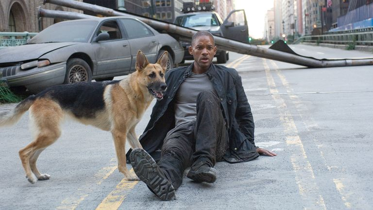 Editorial use only. No book cover usage..Mandatory Credit: Photo by Warner Bros/Kobal/Shutterstock (5883753m).Will Smith.I Am Legend - 2007.Director: Francis Lawrence.Warner Bros..USA.Film Portrait.Scifi.Je suis une l..gende