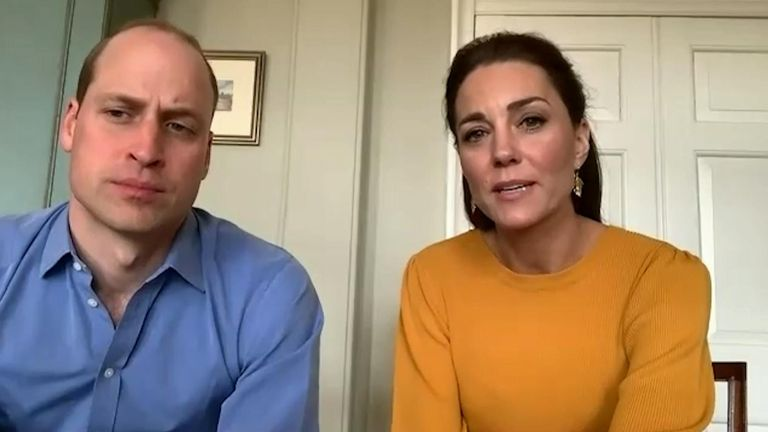 Duke dan Duchess dalam panggilan video dengan Casterton Primary Academy di Burnley. Kredit: Istana Kensington