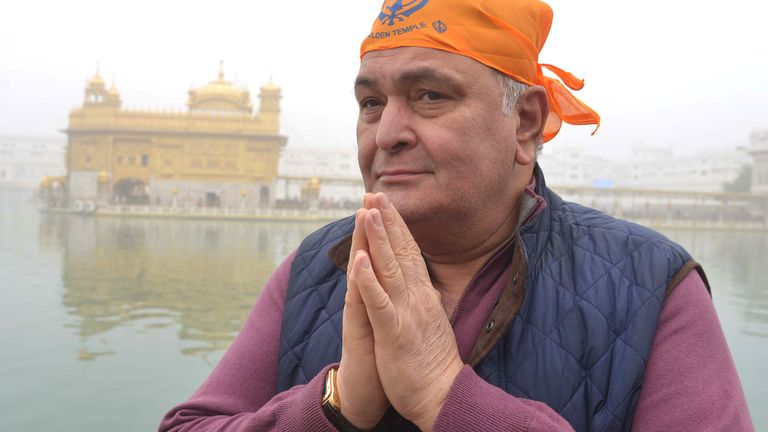 Indian Bollywood actor Rishi Kapoor pays respect at the Sikh Golden Temple in Amritsar on December 13, 2016.Kapoor visited the city to attend the inauguration ceremony of the historic Gobindgarh fort on December 12. / AFP / NARINDER NANU        (Photo credit should read NARINDER NANU/AFP via Getty Images)