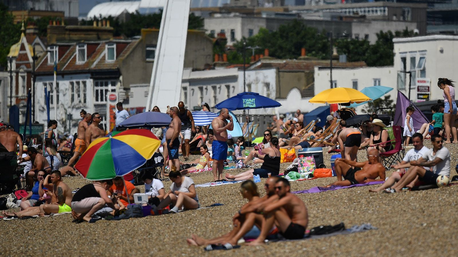 What lockdown? Britons flock to beaches as UK basks in hot bank holiday weather thumbnail