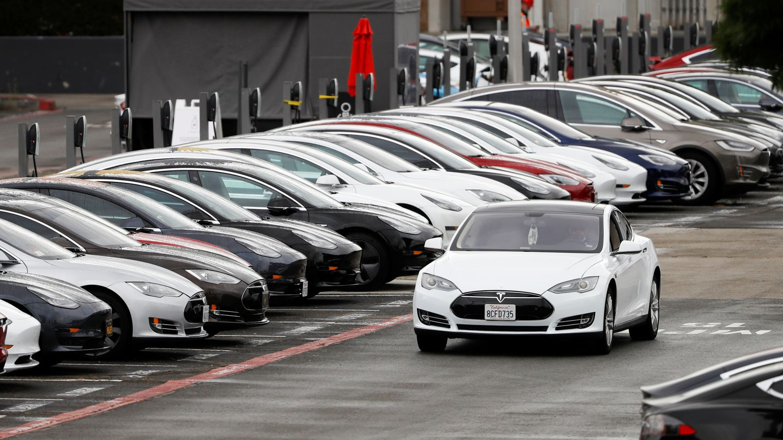 Tesla cuts prices by up to 6% in US and China to boost demand - EpicNews