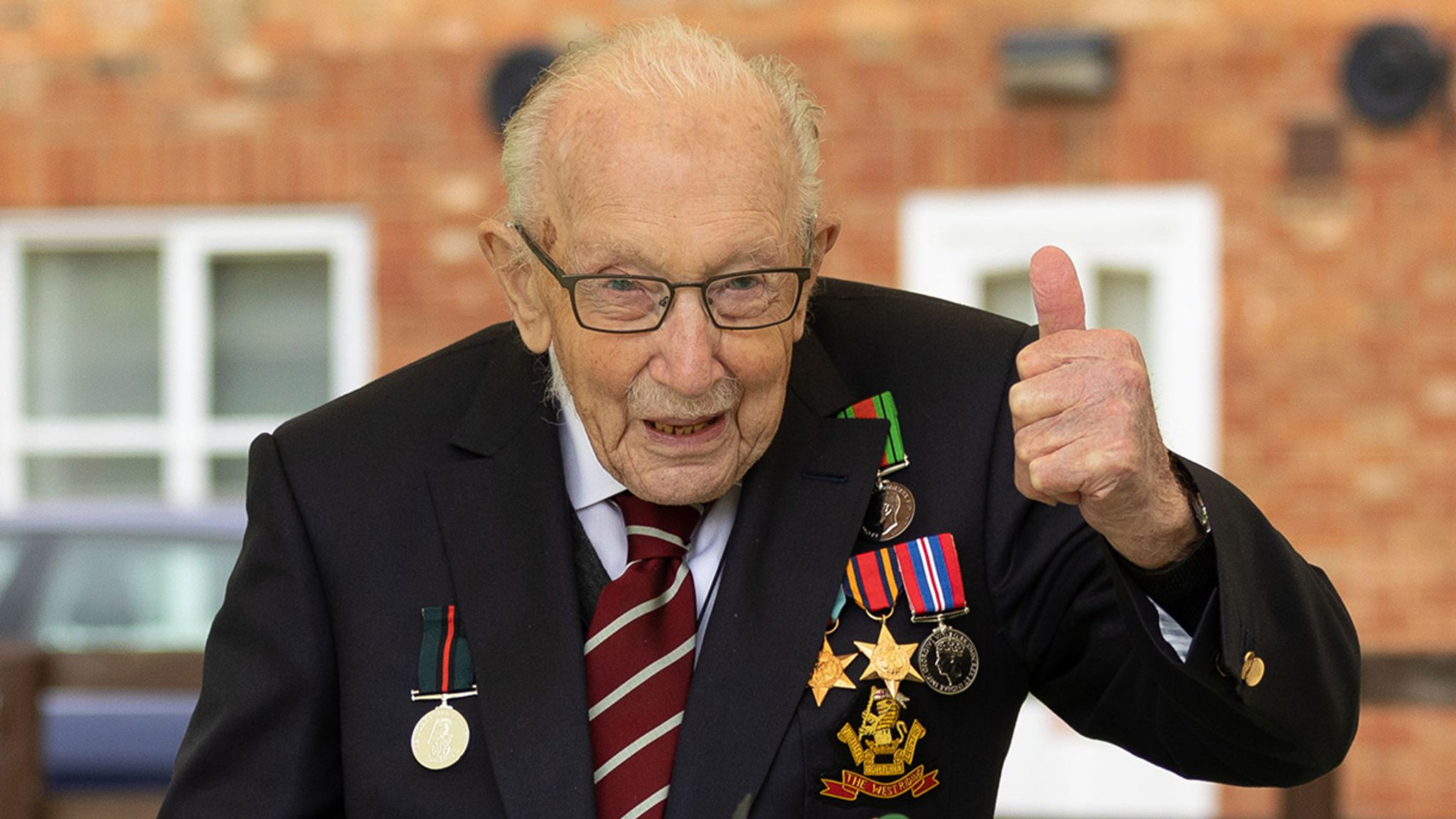 Coronavirus: Captain Tom Moore to be knighted after raising £33m ...