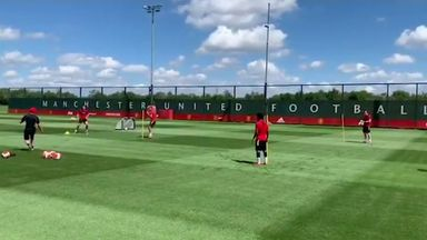 Man Utd players return to training