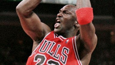 How'd he do that? MJ's turnaround jumper