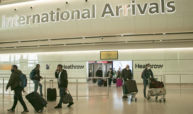 Coronavirus: Self-isolate for 14 days or face £1,000 fine, travellers to UK to be told