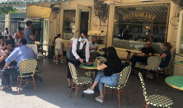 Coronavirus: Restaurants and cafes reopen in Israel under strict rules