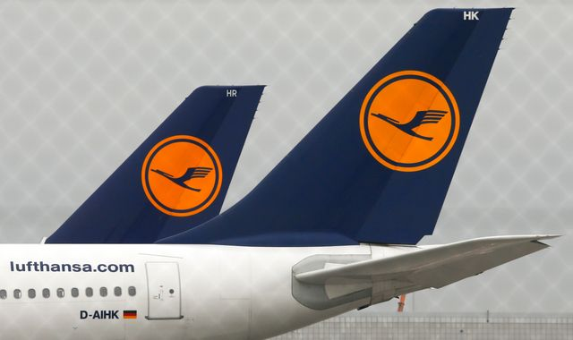 Coronavirus: Lufthansa lifted by €9bn German government bailout
