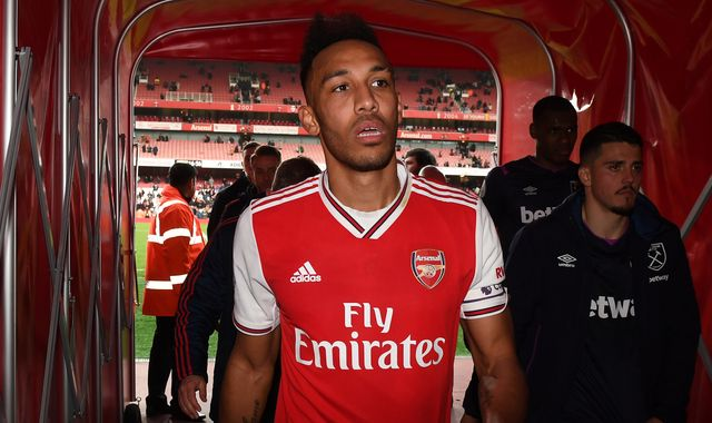Jamie Carragher: Arsenal should keep Pierre-Emerick Aubameyang