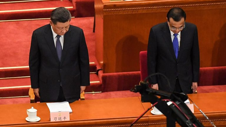 President Xi Jinping (L) and Prime Minister Li Keqiang (R) stand in silent tribute