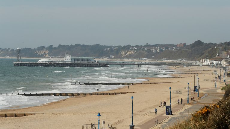 General view of the crowded Bournemouth beach, following the outbreak of the coronavirus disease (COVID-19), Bournemouth, Britain, May 26, 2020. REUTERS/Peter Cziborra
