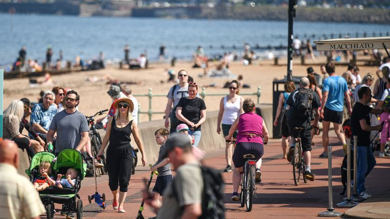 EDINBURGH, UNITED KINGDOM - MAY 20: Members of the public enjoy the hottest day of the year on May 20, 2020 in Edinburgh, Scotland. The British government has started easing the lockdown it imposed two months ago to curb the spread of Covid-19, abandoning its 'stay at home' slogan in favour of a message to 'be alert', but UK countries have varied in their approaches to relaxing quarantine measures. (Photo by Jeff J Mitchell/Getty Images)