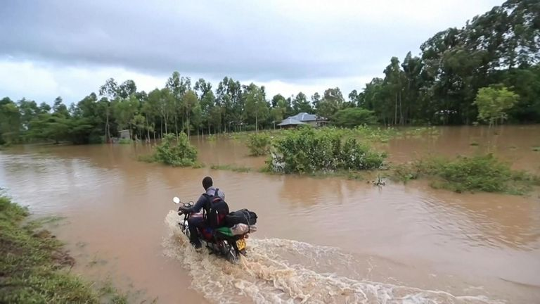 Thousands flee as floods wreak havoc in western Kenya