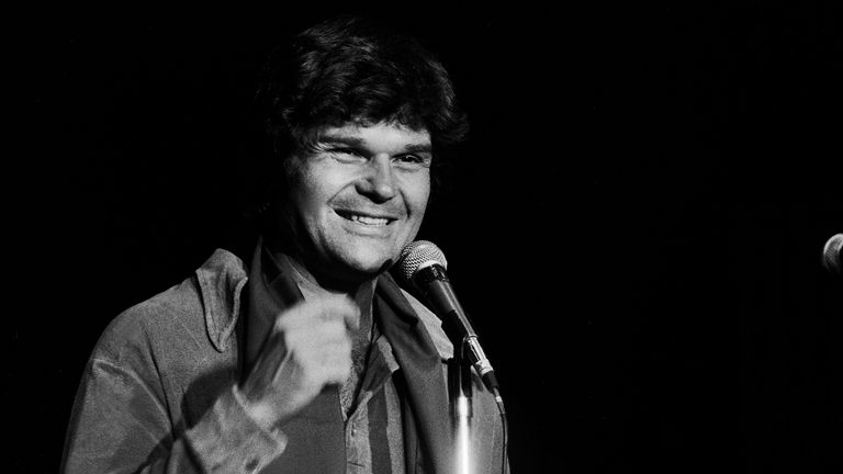 Fred Willard performs onstage in Chicago in 1978