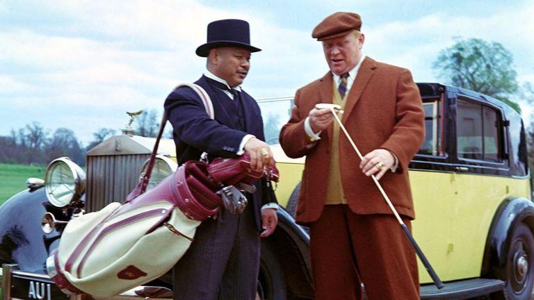 Gert Fröbe and Harold Sakata as Goldfinger and Oddjob in James Bond film Goldfinger (1964)