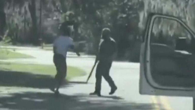 Le meurtre filmé d'un joggeur noir réveille les tensions raciales — Etats-Unis