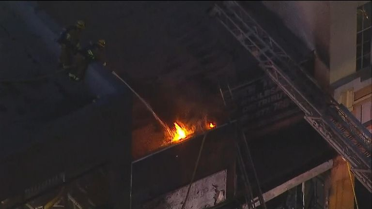 '10 firefighters injured' in downtown Los Angeles blaze