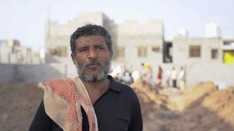 Yemen: Man who runs cemetary