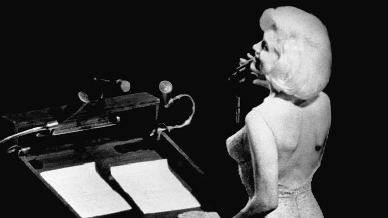 Monroe sings Happy Birthday to President Kennedy